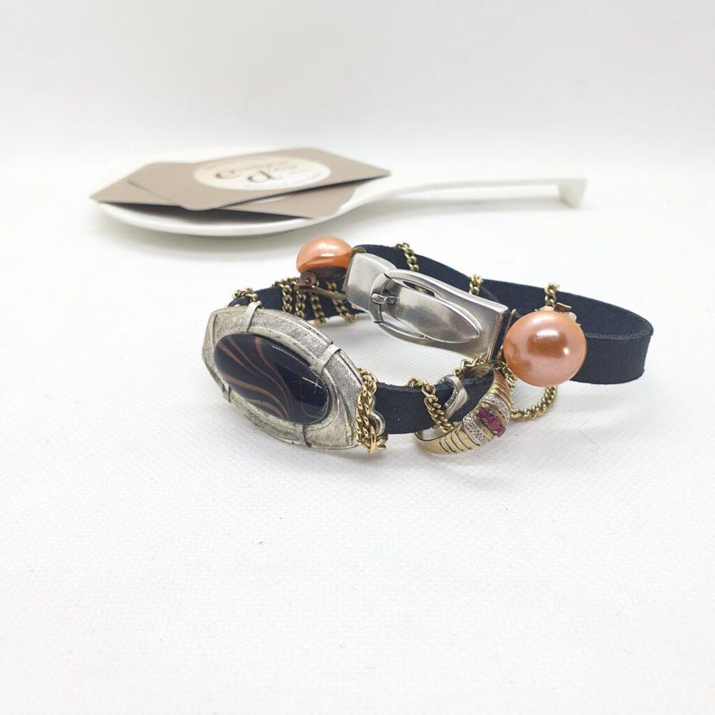 Armband aus Omas Schmuck als Erinnerung
